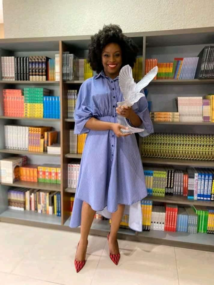 CHIMAMANDA RECEIVES A WOMAN OF THE DECADE AWARD FROM THISDAY